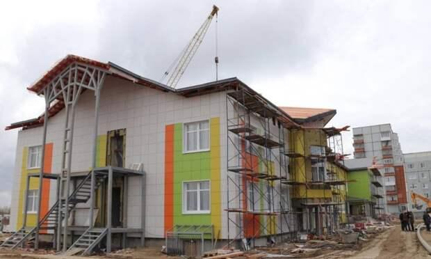 ВСеверодвинске строительство детского сада идёт пографику