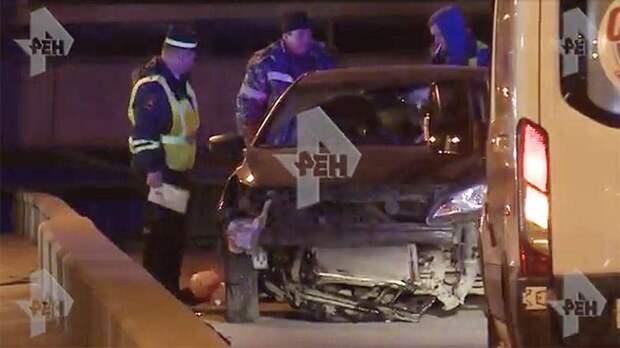 Итальянец попытался на авто перепрыгнуть разводной мост в Санкт-Петербурге