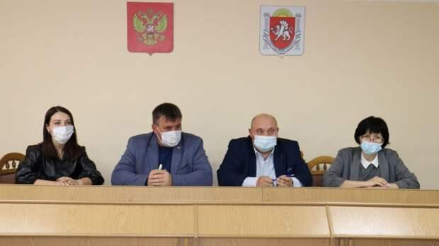 Глава администрации Сакского района Михаил Слободяник провел рабочее совещание с главами приморских поселений