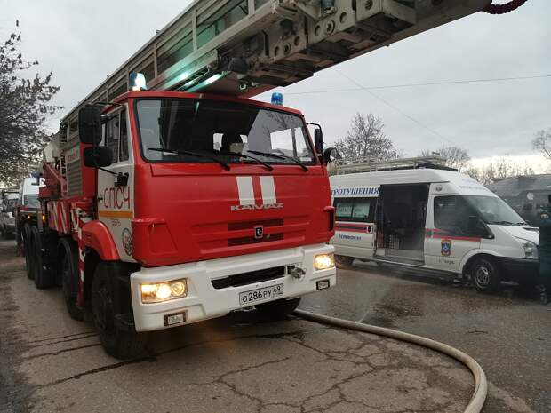 Опубликовано видео крупного пожара на складах в Твери