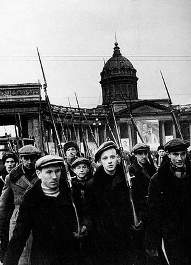 Загрузить увеличенное изображение. 500 x 695 px. Размер файла 149895 b.  Ленинградские ополченцы уходят на фронт