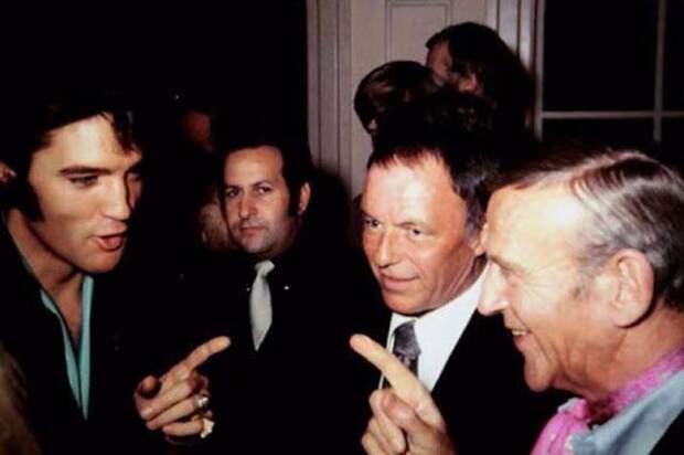 Элвис Пресли с Джо Эспозито, Фрэнком Синатра и Фредом Астером.