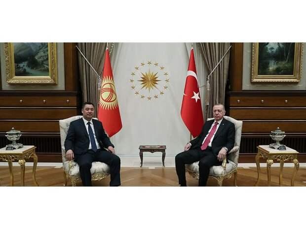 Киргизия рискует упасть в пропасть во время геополитического разворота в сторону Турции