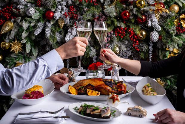 Новогодние наборы из ресторанов для праздника дома