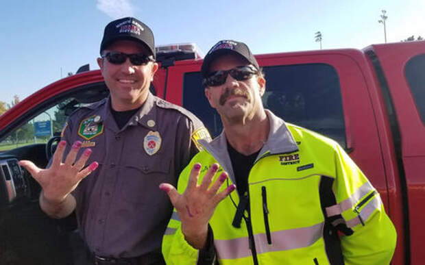 Вот так спасатели: пожарные уехали с места ДТП с маникюром