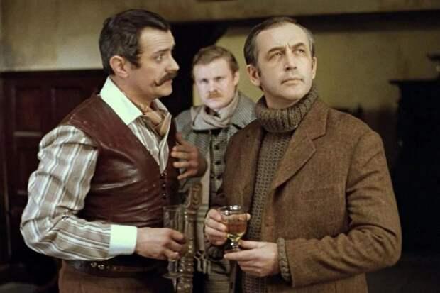 Костюмы в русском «Холмсе», российские сериалы на Нетфликсе и памятник Чужому
