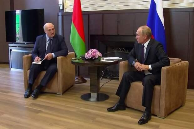 Песков не знает, почему Путин не стал купаться в море с Лукашенко