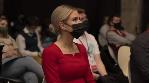 """Комментарий Соболь о """"законопроекте против нее"""" вызвал недоумение у политолога Шаповалова"""