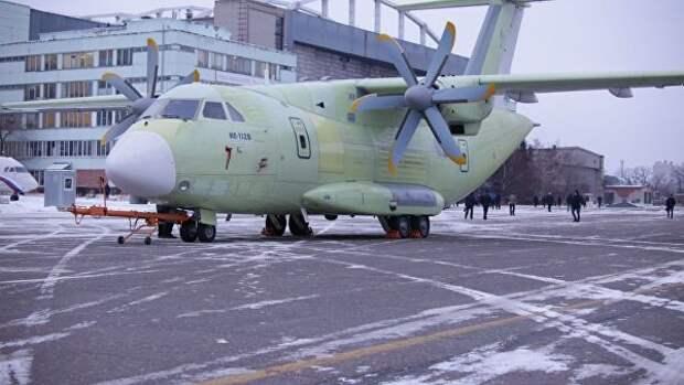Первый летный образец новейшего легкого военно-транспортного самолета Ил-112В