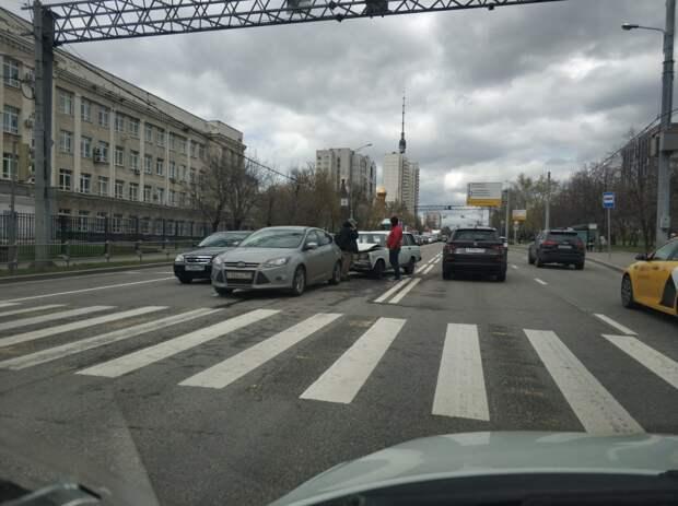 На Шереметьевской «шестерка» въехала в иномарку