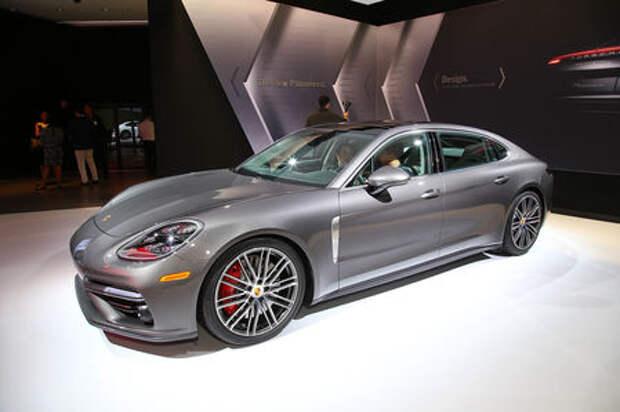 Быстрая немецкая «такса»: длиннобазная Porsche Panamera приехала в Лос-Анджелес