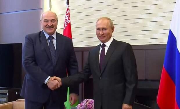 Лукашенко де-юре признал Крым