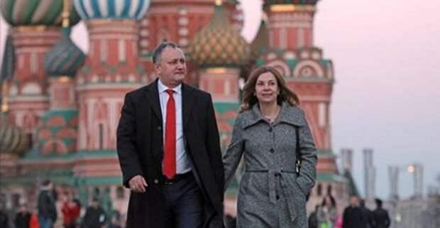 Додон с супругою вдвоём летят в Россию на приём