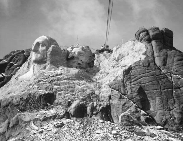 19. Высечение барельефа в горе Рашмор, 1930-е история, мир, фотография