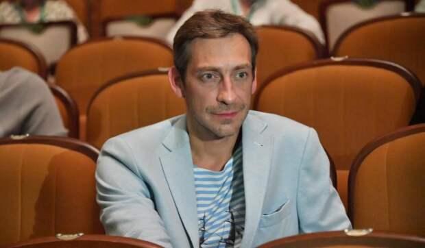 «Есть чувства и отношения»: Актер Ткаченко объяснил поцелуи с мужчиной