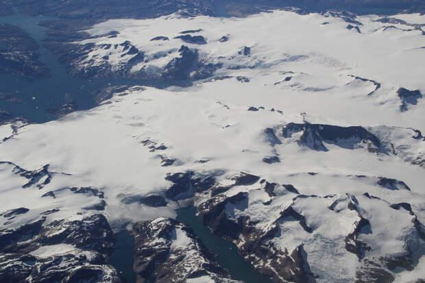 Гренландский ледяной щит. (Terry Feuerborn)