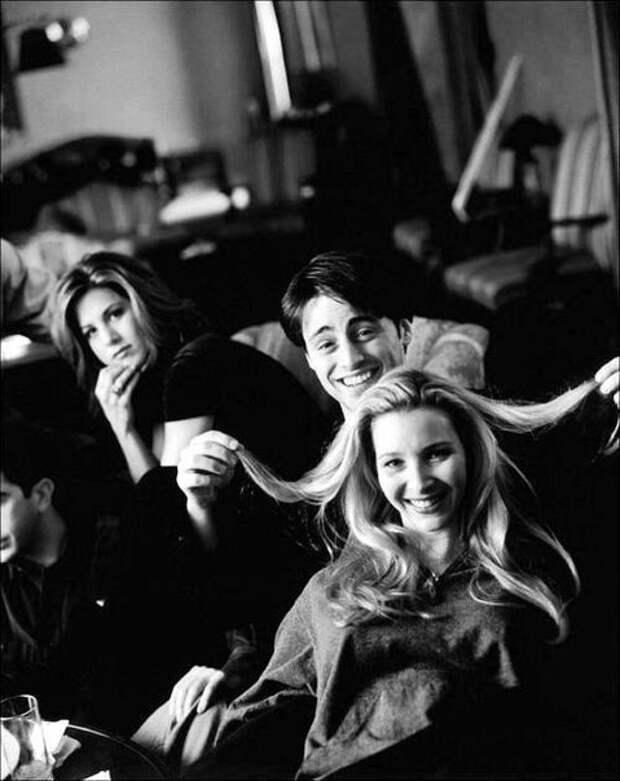 Закадровые фотографии со съемок сериала «Друзья»