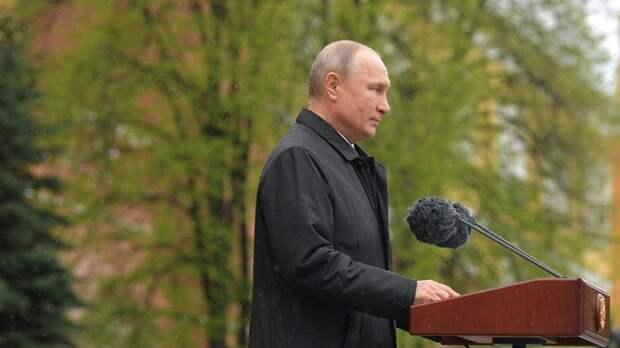 Путин поздравил россиян с 76-летием Победы в Великой Отечественной войне
