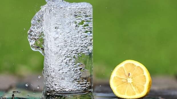 Перечислены основные побочные эффекты переизбытка воды в организме
