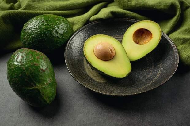 Кому нельзя есть авокадо
