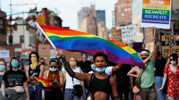 """""""Атмосфера страха"""": полиции запретили появляться на гей-параде в США"""