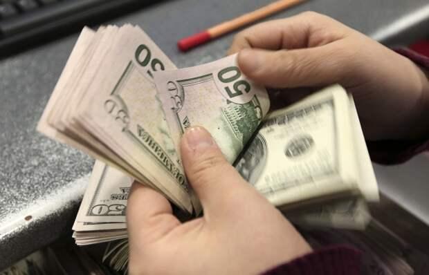 ТАСС: Курс доллара упал ниже 60 руб., евро - ниже 73 руб.