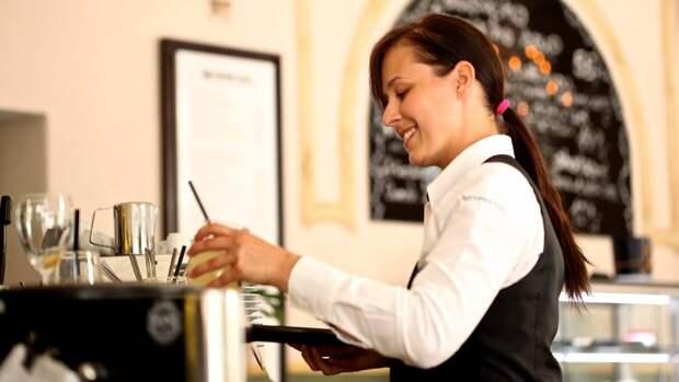 Спрос на персонал в гостиницах и ресторанах Петербурга вырос на 20%