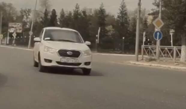 Водителя такси в Оренбурге оштрафовали на 10 000 рублей после присланного видео