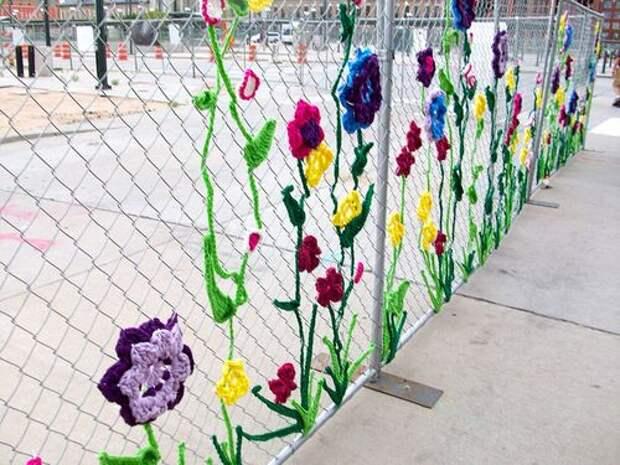 Удивительный феномен ярнбомбинг: потрясающий способ украсить улицы