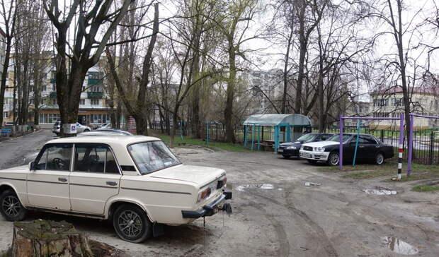 Жители МКД вБелгороде 10 лет немогут добиться благоустройства двора