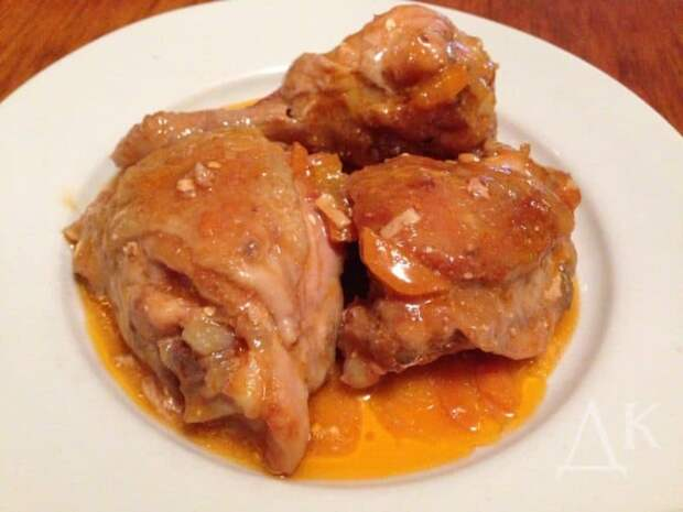 Курица тушеная в соусе