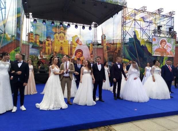 Сегодня в Петербурге проходит празднование Дня семьи, любви и верности