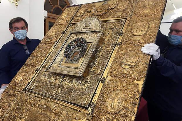 Древняя реликвия возвращается в возрожденный в Казани собор
