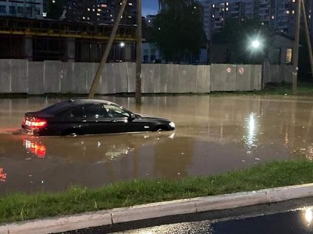 В Костроме после ночного дождя затопило улицы
