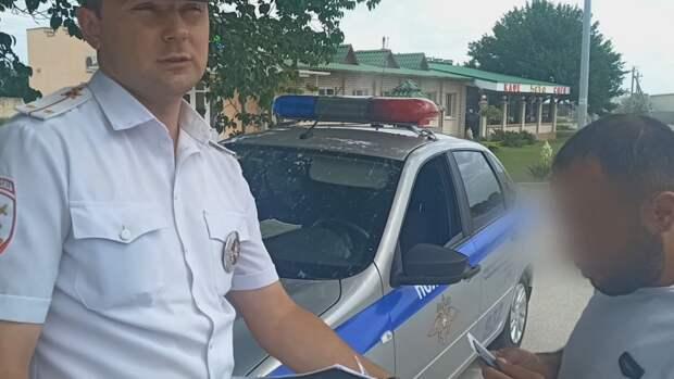 В Крыму водитель хотел откупиться от 42 неоплаченных штрафов