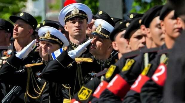 Парад Победы в Керчи собрал около 12 тысяч человек