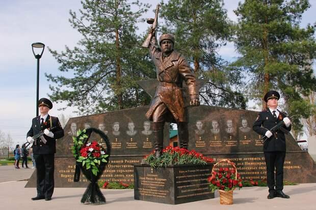 Мемориал, посвященный Героям Отечества, открыли в парке Победы в Нижнем Новгороде