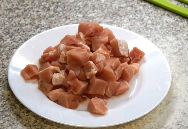 Свинину нарезаем кубиками 1,5-2 см гречка, еда, каша, кулинария, кулинарное шоу, рецепт