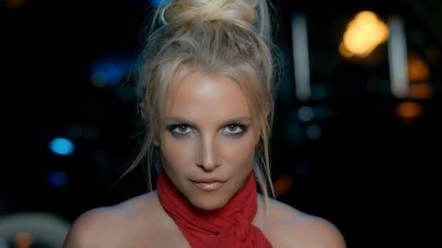 Бритни Спирс показала видеодоказательство тому, что папарацци пририсовывают ей жир