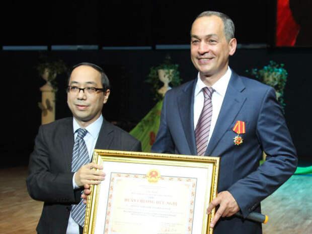 Глава подмосковного района получил государственный орден Вьетнама