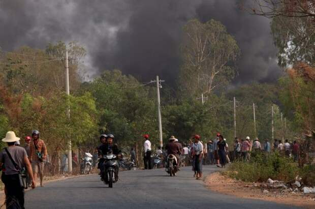 В Мьянме военные власти выдали ордера на арест 26 лидеров оппозиции