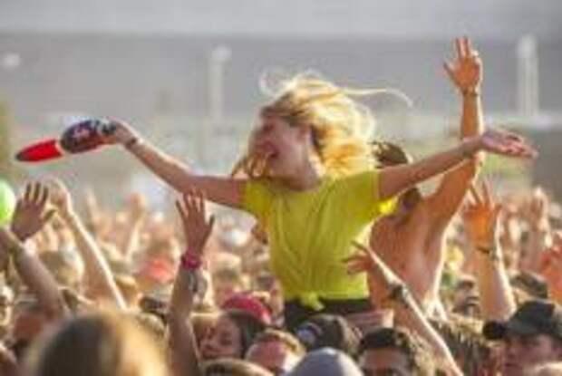 Фестивали в Рединге и Лидсе в Великобритании продолжатся летом, несмотря ни на что