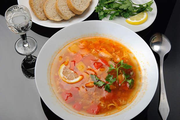 ДЕНЬ ПЕРВОГО БЛЮДА. Острый рыбный суп с венгерским акцентом