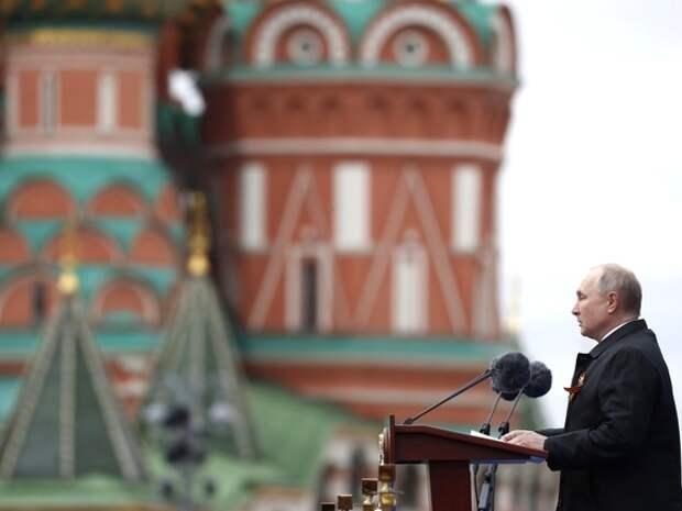 «Наш народ был один на героическом и жертвенном пути к Победе»: Путин поздравил россиян с 9Мая