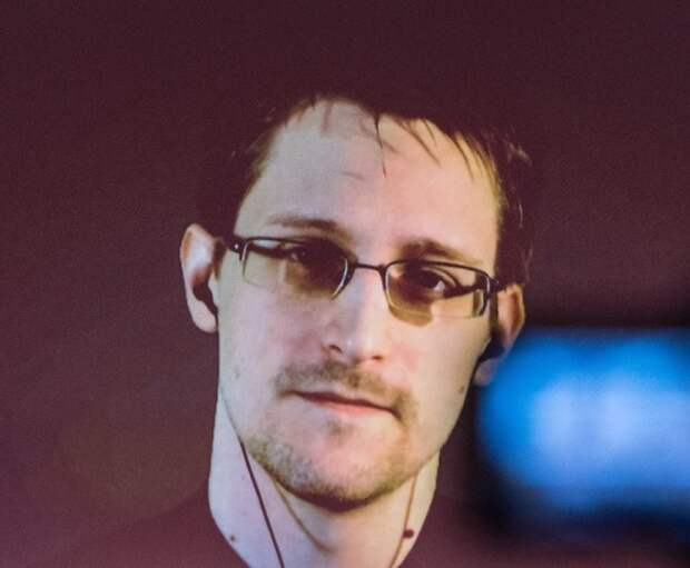 Эдвард Сноуден решил получить российское гражданство