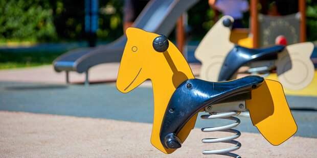 В Лосиноостровском реконструируют шестнадцать детских площадок