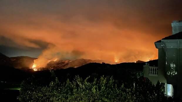 Власти Калифорнии эвакуировали более тысячи человек из-за лесного пожара