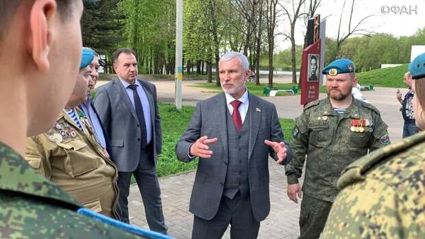 Лидер партии «Родина» Алексей Журавлев пообщался с активными жителями в Великих Луках