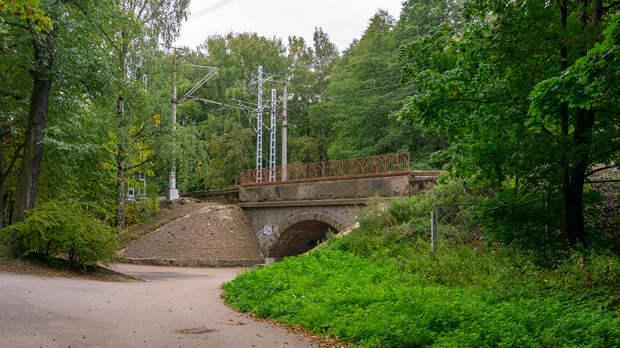 Железнодорожный путепровод