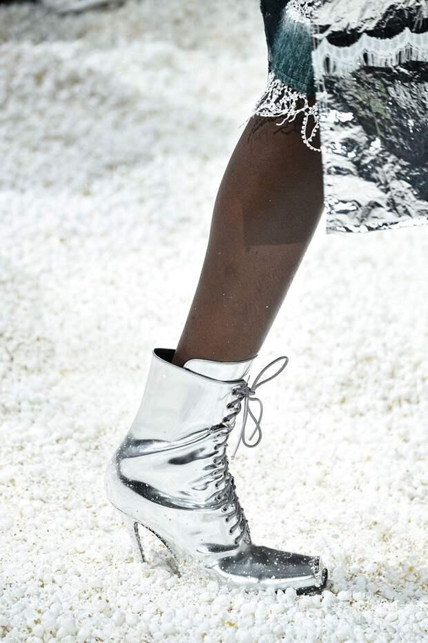 Серебристые ботинки на шнуровке с квадратным носком из коллекции Calvin Klein